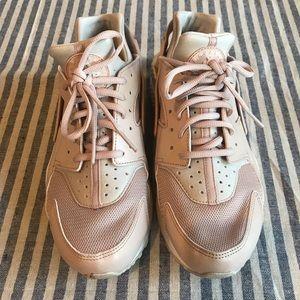 Nike Women's Air Huarache shoes